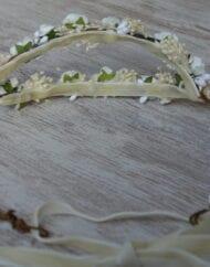 Tocado con diadema doble flor blanca y brooms 2